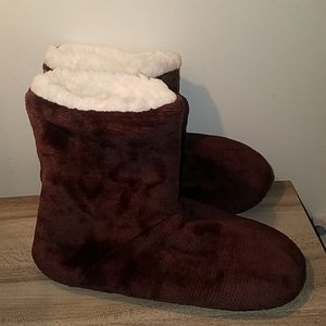 New! Womens Super soft fleece lined boot slippers!